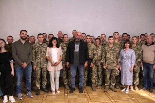 """Одразу 7 військових підрозділів Львівщини отримали в подарунок книги за програмою """"Військо Читає"""""""