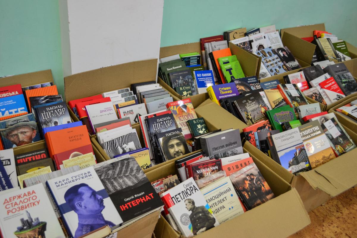 """Військовий інститут танкових військ отримав партію світоглядної літератури в межах проєкту """"Бібліотека Сержанта"""", за підтримки УКФ та видавництва """"Наш Формат"""""""