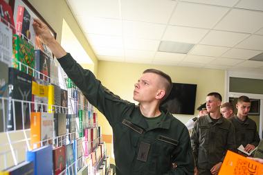 """Зібранням книг """"Військо Читає"""" поповнилась бібліотека Академії Національної гвардії України"""