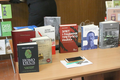 «Бібліотека Сержанта»: Кам'янець-Подільський ліцей з посиленою військово-фізичною підготовкою отримає понад 700 світоглядних книжок, за підтримки УКФ та «Наш Формат»