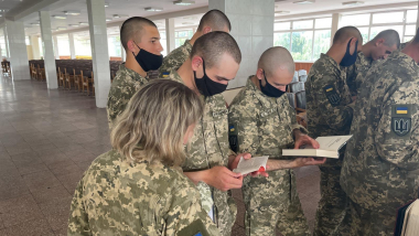 """101-й окремій бригаді охорони Генерального Штабу - книги від """"Реформації"""""""