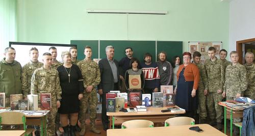 Кам'янець-Подільський ліцей отримав понад 700 книг в рамках проєкту «Бібліотека Сержанта»