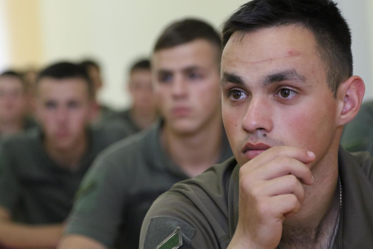 """Два факультети Військової академії у Одесі отримали книги за проєктом """"Військо Читає"""""""