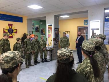"""Військовий коледж у Збаражі має свою бібліотечку """"Військо Читає"""""""