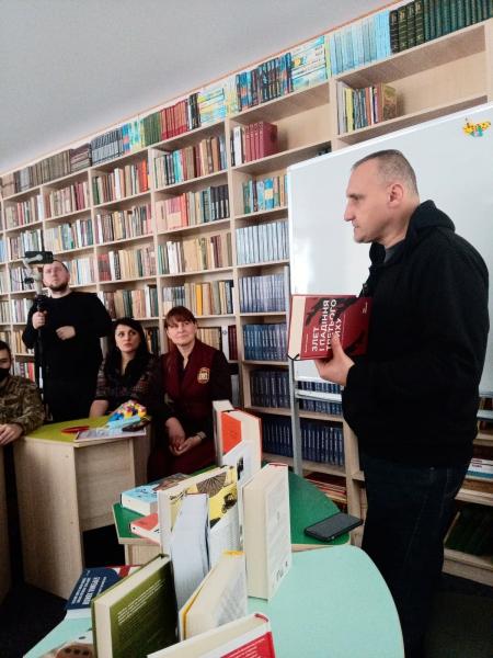 Бібліотека Сержанта. Глухівський ліцей–інтернат з посиленою військово-фізичною підготовкою (фото, відео)